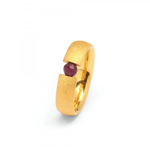 52605776 Enno Designlinie Basics Ring mit Granat und 24 Karat Goldplattierung